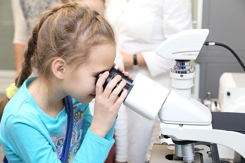 Учащиеся объединения «Юный экскурсовод» центра «Лапландия» посетили лабораторию «Биоквантума»