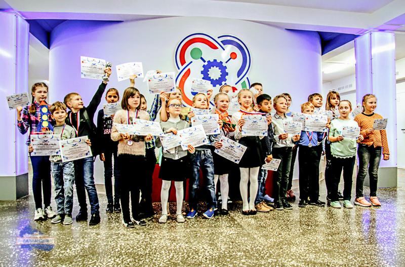 На площадке детского технопарка «Кванториум-51» впервые в Мурманской области прошёл региональный этап Всероссийского фестиваля для обучающихся начальной школы «3D ФИШКИ»