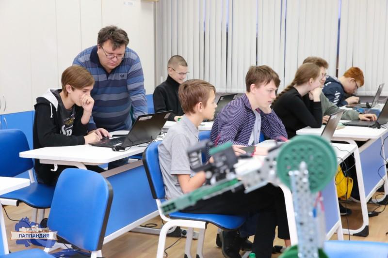 В центре «Лапландия» школьники Мурманской области продолжают обучение в очно-заочной школе по стандартам подготовки ЮниорПрофи