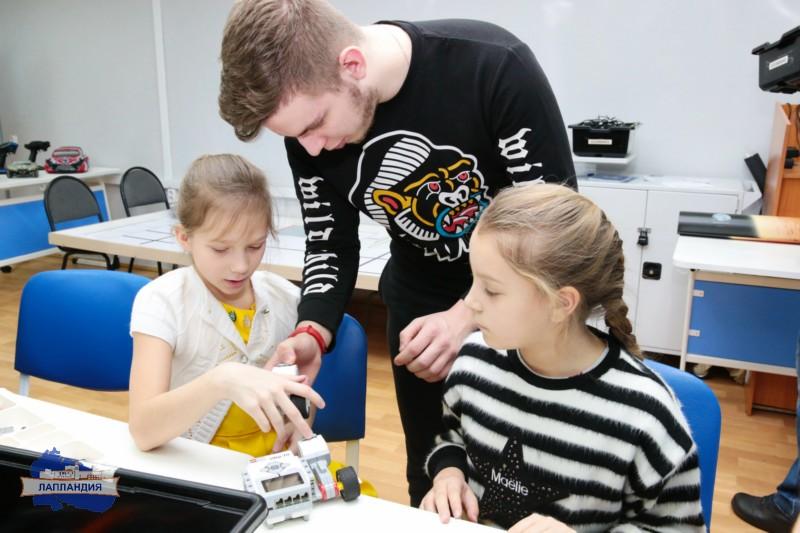 КвантоЛэнд: детском технопарке «Кванториум-51» прошёл день научного семейного отдыха