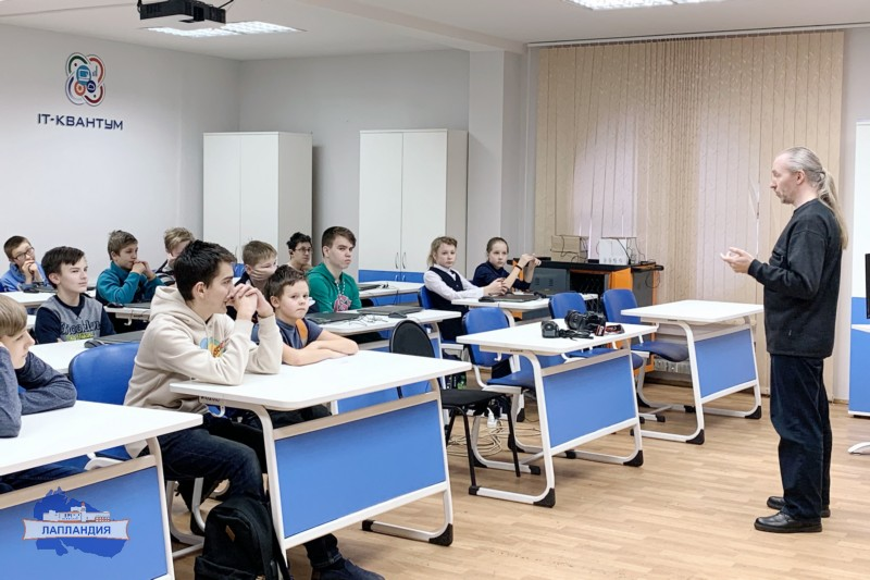 В детском технопарке «Кванториум-51» дети готовятся к созданию собственных фильмов