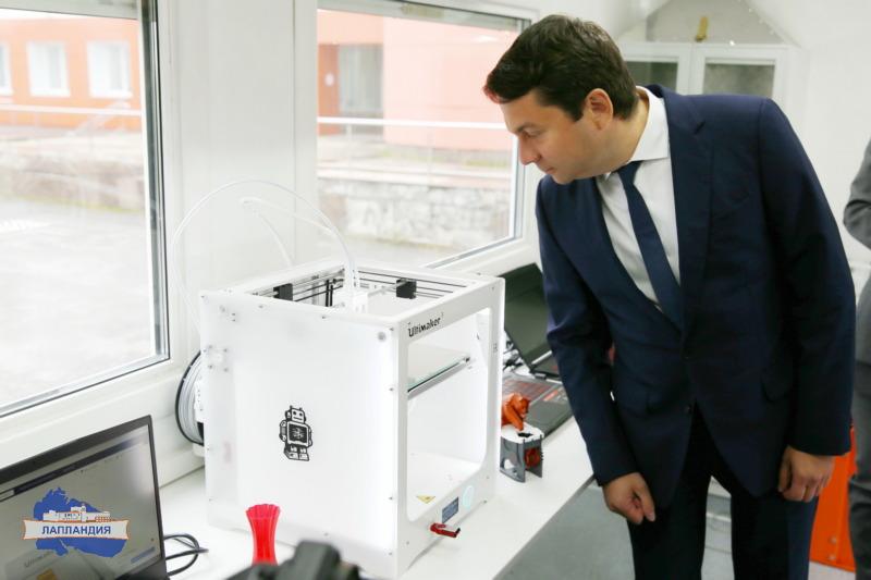 Губернатор Мурманской области Андрей Чибис посетил мобильный «Кванториум»